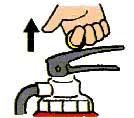 安全ピンに指をかけ上に引き抜く。