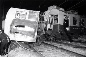 京阪電車脱線転覆